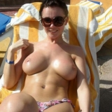 amateur-public-nudes-whilst-on-vacation-at-the-beach10_big