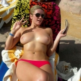 amateur-public-nudes-whilst-on-vacation-at-the-beach5_big