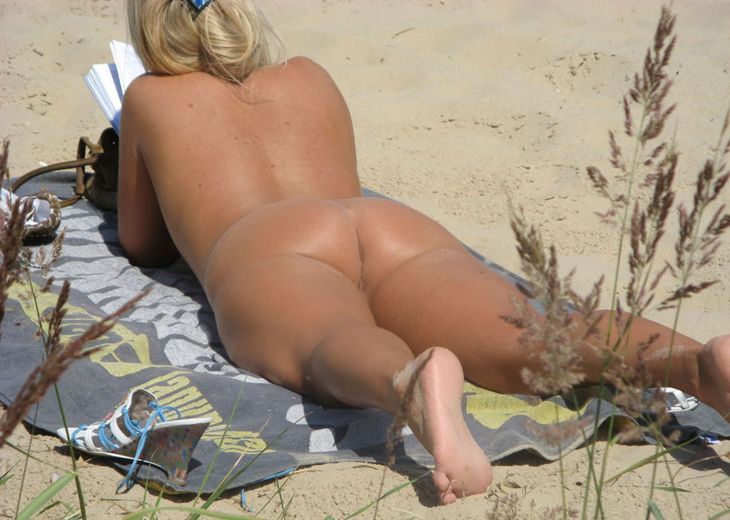 Nude ass on beach