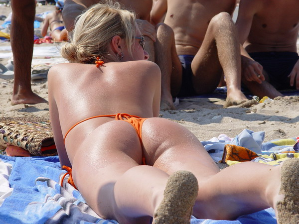 Hot ass tanning at sun and thongs