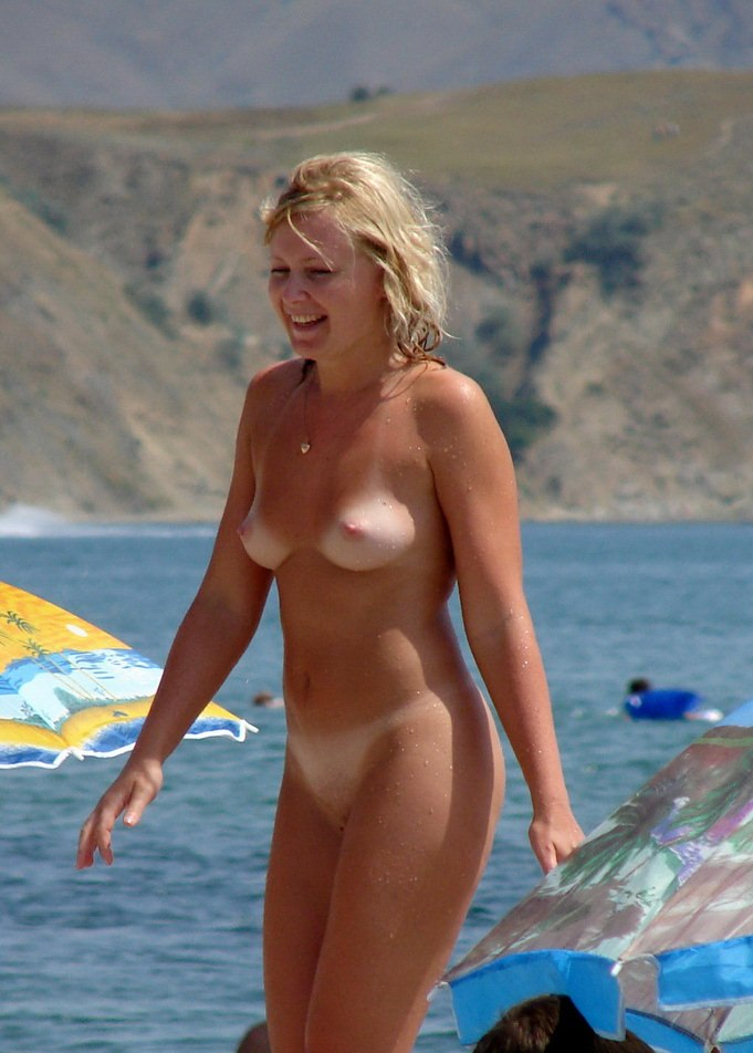 Nude blond babe bad tanned caught by spy cam on exotic hot beach