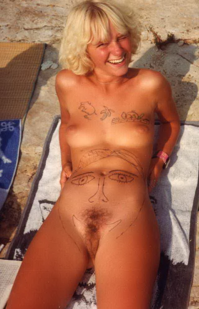 Nudist youth makes fun of her body