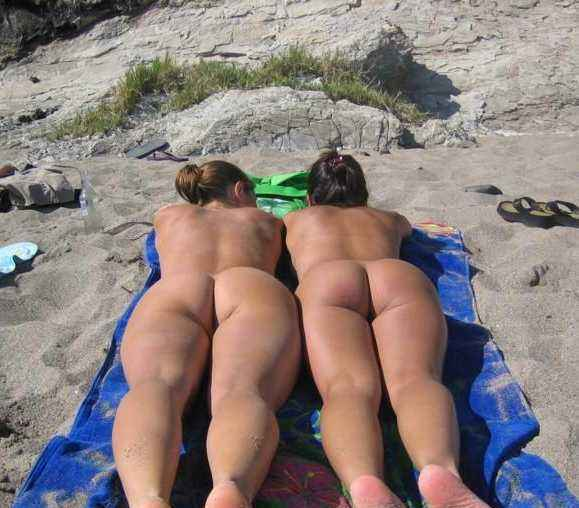 sunbathing Naked women