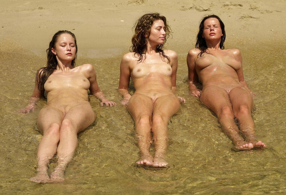 Attractive young nudists goes au naturel