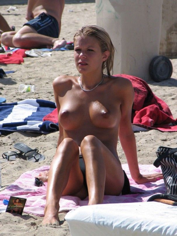 Teen blonde with great tits is sunbathing