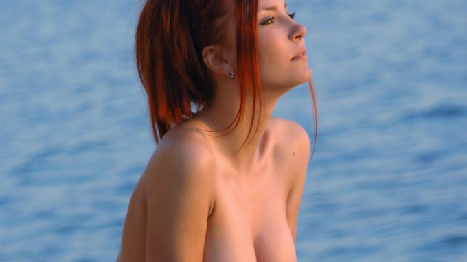 Sunbeams are falling all over this topless redhead