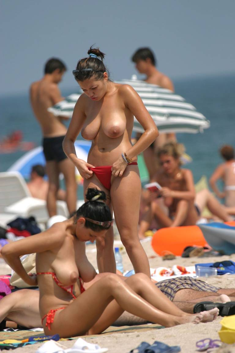 girls-taking-their-bras-off-naked